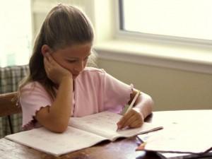 Co robić, gdy dziecko unika rówieśników