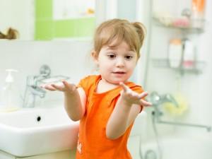 Co zrobić, gdy dziecko dotykało detergent?