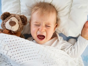Co zrobić, gdy dziecko płacze? Reagować czy nie?