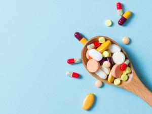 Coraz więcej i niezgodnie z zaleceniami. Tak Polacy stosują leki dostępne bez recepty