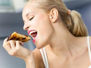 Czego NIE WOLNO jeść mamie karmiącej?
