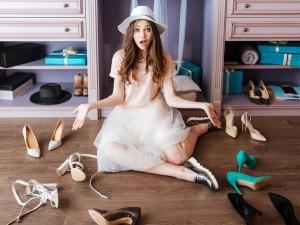 Czy garderoba to rzeczywiście zbędny luksus? Zobacz, jak w prosty sposób zaaranżować to pomieszczenie