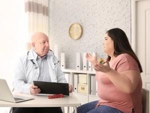 otyła kobieta u lekarza