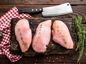 Czy też zauważyłaś białe paski na piersiach z kurczaka? Sprawdź, czy są szkodliwe!