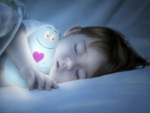 Czy wiesz co robić, gdy dziecko boi się samo spać?