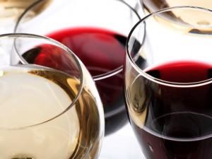 Czy wiesz jak nalewać wino?