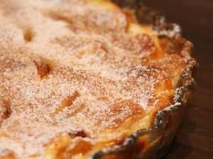 Quiche lorraine to tradycyjna tarta lotaryńska.