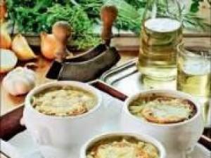 Czy wiesz jak przygotować zupę cebulową zapiekaną?