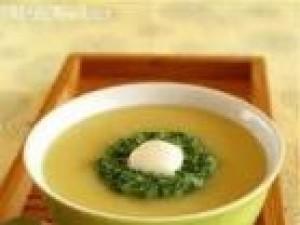 Czy wiesz jak przygotować zupę ziemniaczaną z bazylią?
