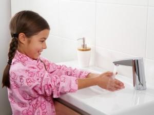 Czy wiesz jak zapewnić dziecku bezpieczeństwo w łazience?