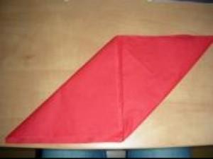 Czy wiesz jak złożyć serwetkę w kształt mitry?