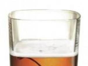 Czy wiesz jak zrobic drink Black Manhattan?