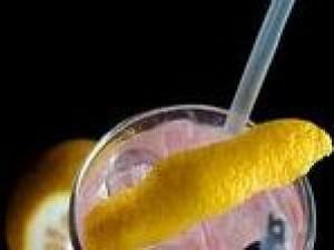 Czy wiesz jak zrobić drinka Rum Tonic?