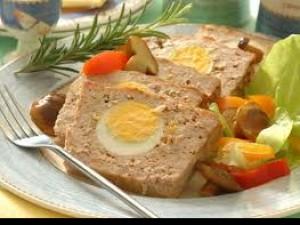 Czy wiesz jak zrobić pieczeń rzymską z jajkiem?