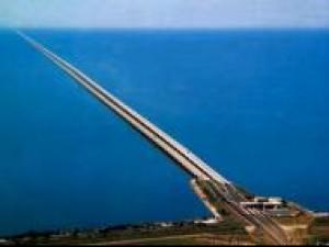 Czy wiesz, że najdłuższy most na świecie to Lake Pontchartrain Causeway w USA?
