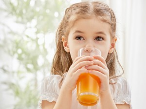 Czym jest zbilansowana dieta i dlaczego nie może zabraknąć w niej soków? Przeczytaj wywiad z dr Agnieszką Kozioł-Kozakowską