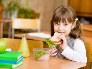 Czym smarować dziecku kanapki?