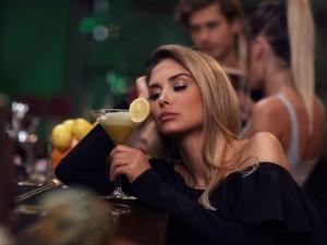 Depresja i alkoholizm często idą w parze - na jakie objawy zwrócić uwagę?