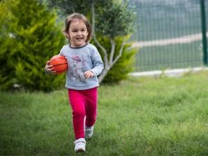 Dlaczego dziecko bolą mięśnie i stawy?