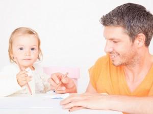 Dni wolne dla taty opiekującego się chorym dzieckiem
