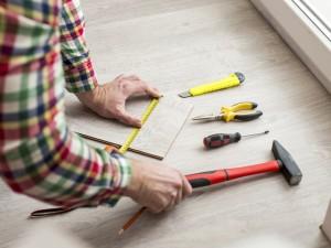 Do tego nie potrzebujesz fachowca: zobacz, jak układaćpanele podłogowe
