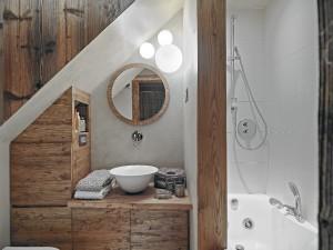 Drewniane meble do łazienki – warto je wybrać, czy nie? Poznaj za i przeciw takiego rozwiązania!
