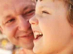 Eksperci uważają, że zabawa taty z córką ma ogromny wpływ na charakter dziewczynki i jej pewność siebie