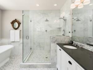 Hity z Instagrama: 6 pomysłów na prysznic bez brodzika