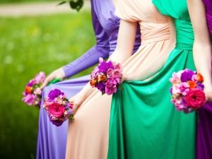 Idealna sukienka na wesele – czyli jaka? Jak wybrać kreację, by doskonale się czuć i bawić na weselu?
