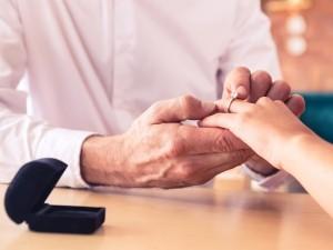 Ile powinien kosztować pierścionek zaręczynowy?