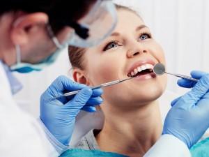 Jak choroby zębów wpływają na… poród?