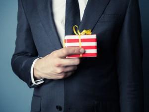Jak dawać prezenty partnerom biznesowym?