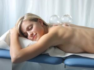 Jak działa masowanie bańką leczniczą?