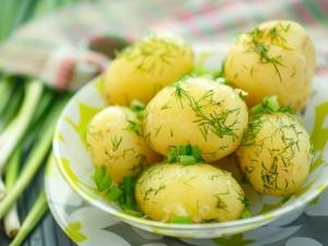 Jak najlepiej gotować ziemniaki by były smaczne i zdrowe?