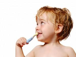 Jak nauczyć dziecko regularnego mycia zębów?