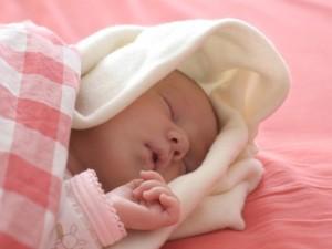 Jak nauczyć niemowlę spać?