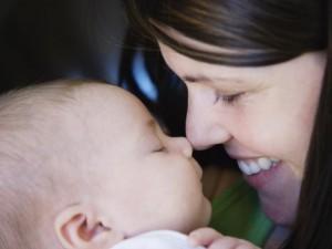 dziecko, mama, pielęgnacja niemowlęcia