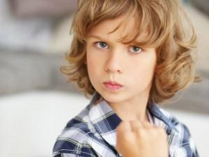 Jak pomóc agresywnemu dziecku? Poznaj moc socjoterapii!