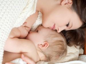 Jak poprawnie karmić niemowlę piersią?