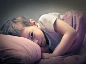 Jak poradzić sobie z problemem nocnego moczenia u dziecka?