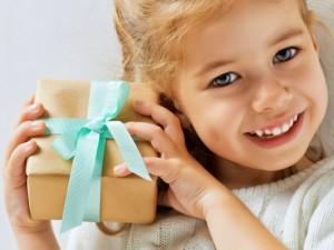 Jak postępować, by nie psuć dziecka prezentami?