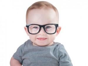 Jak rozpoznać wadę wzroku u dziecka i jakie okulary wybrać?