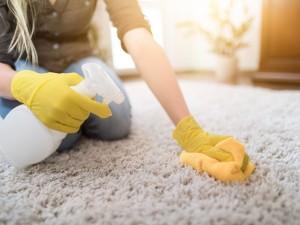 Jak sprawić, by dywan był czysty i piękny? Poznaj sprawdzone pomysły na pranie dywanów domowymi sposobami!