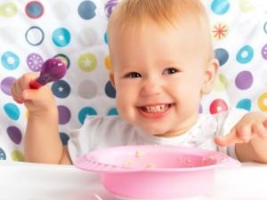 Jak stopniowo rozszerzać dietę niemowlaka?