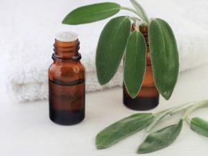 Jak stosować olejek  kamforowy do ucha? Mamy dla ciebie 2 i pół sposobu