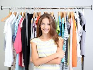 Jak układać rzeczy w szafie - 5 szybkich porad