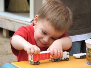 Jak wybrać bezpieczną zabawkę dla dziecka?