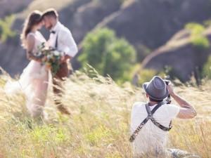 Jak wybrać odpowiedniego fotografa na wesele?