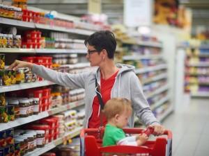 Jak wybrać w sklepie najlepsze jedzenie dla dziecka?