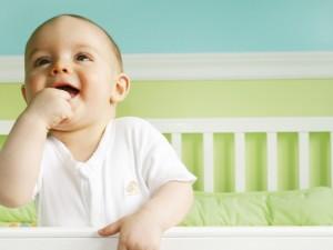 Jak wygląda faza REM u śpiącego niemowlaka?